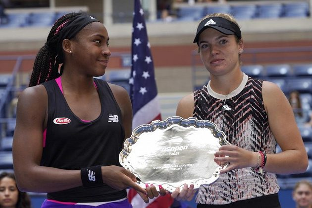 Americké tenistky - sedmnáctiletá Cori Gauffová a devatenáctiletá Catherine McNallyová - ve finále čtyřhry na US Open neuspěly.