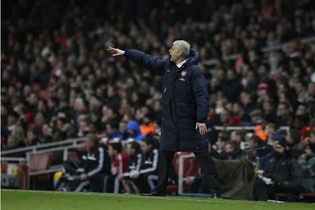 Kouč Arsenalu Londýn Arséne Wenger v duelu se Swansea.