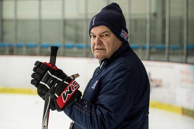 Kouč české hokejové reprezentace Vladimír Vůjtek během tréninku v pražských Letňanech.