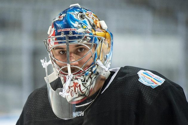 Petr Mrázek během tréninku české hokejové reprezentace v O2 aréně v Praze.