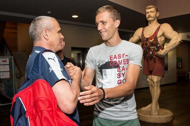 Trenér Vítězslav Lavička a Tomáš Souček během srazu reprezentace do 21 let před nadcházejícím ME v Polsku.