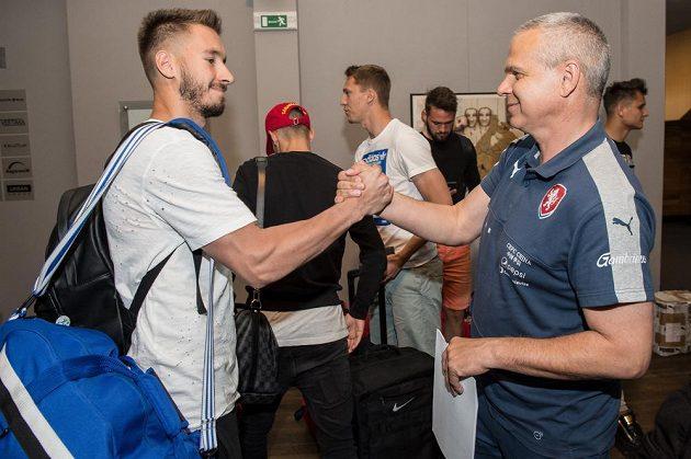Brankář Luděk Vejmola (vlevo) a trenér Vítězslav Lavička během srazu reprezentace do 21 let před nadcházejícím ME v Polsku.