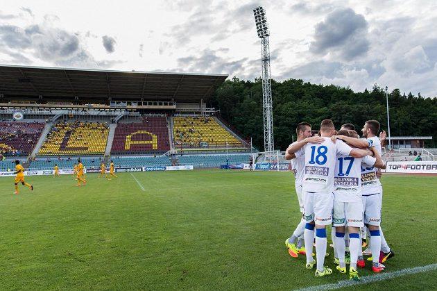 Tepličtí fotbalisté si odvezli z Julisky tři body za výhru 1:0 nad Duklou.