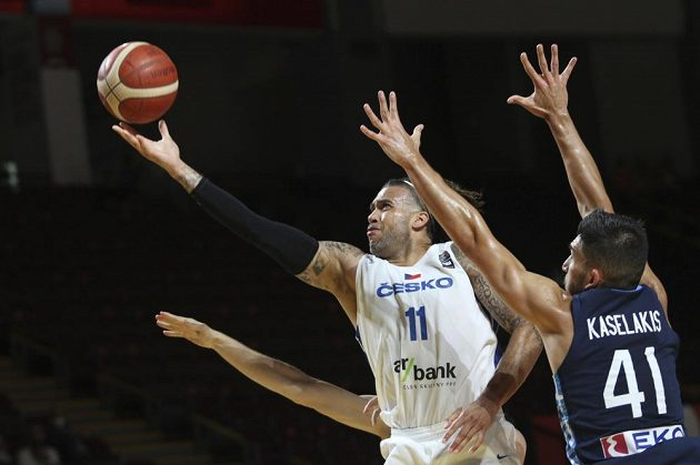 K postupu na olympijské hry do Tokia pomohl českým basketbalistům v souboji s Řeckem i Blake Schilb.