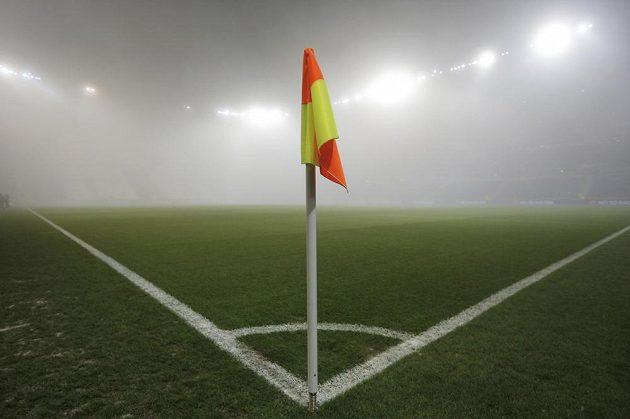 Duel Ligy mistrů mezi Lyonem a Sevillou komplikovala mlha.