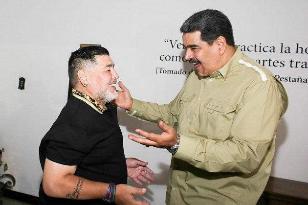 Život Diega Maradony byl plný senzací a překvapení. Navštívil třeba venezuelského prezidenta Madura.