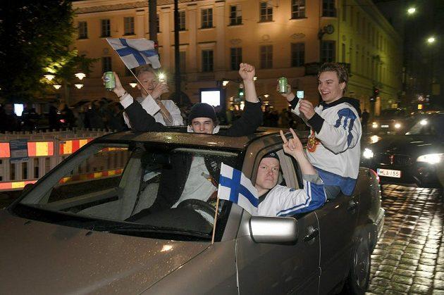 Finská radost v centru Helsinek propukla vzápětí po zisku hokejového titulu.