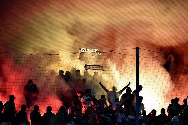 Fanoušci Hajduku Split řádí na stadiónu v Liberci.