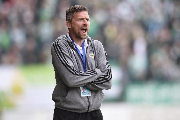Martin Hašek hecuje své svěřence.
