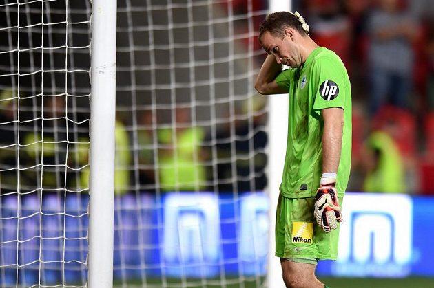 Smutný brankář Slovanu Liberec Lukáš Hroššo během utkání na Slavii.