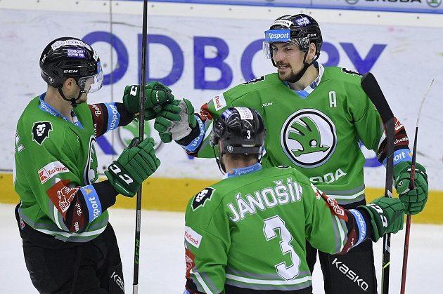 Autor gólu Mladé Boleslavi Martin Pláněk (vpravo) se raduje se spoluhráči.