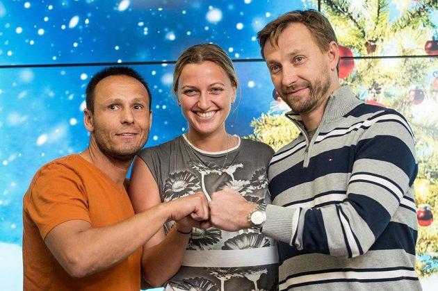Tenistka Petra Kvitová, kondiční trenér David Vydra (vlevo) a trenér Jiří Vaněk během tiskové konference v Praze po propuštění z nemocnice.