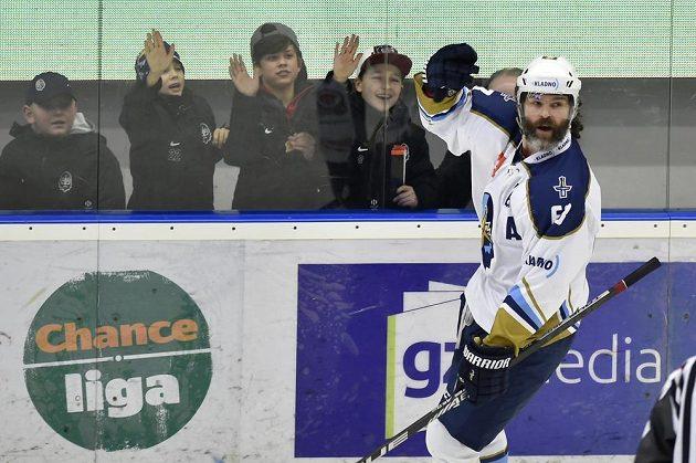 Kladenský Jaromír Jágr se raduje z gólu v brance Pardubic.