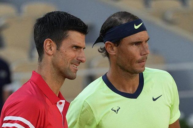 Legendy v akci. Srbský tenista Novak Djokovič a Španěl Rafael Nadal před semifinále French Open.