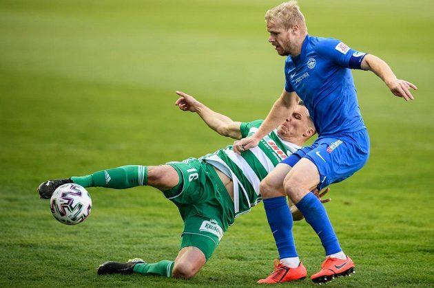 Martin Dostál z Bohemians a Jan Mikula ze Slovanu Liberec během utkání.