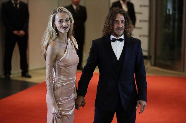 Na Messiho svatbě nemohl chybět ani dlouholetý lídr barcelonské defenzivy Carles Puyol s přítelkyní Vanessou Lorenzo.