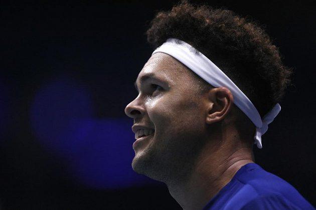 Jo-Wilfried Tsonga z Francie má důvod k radosti. Za nepříznivého stavu 0:1 porazil Belgičana Stevea Darcise a srovnal stav ve finále Davis Cupu na 1:1 po prvním dnu.