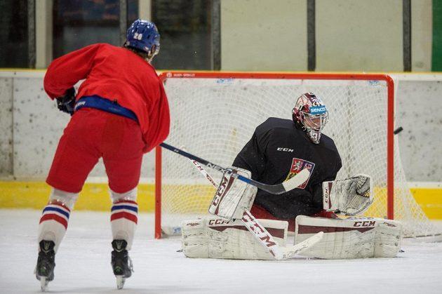 Brankář Jakub Sedláček na kempu hokejové reprezentace.