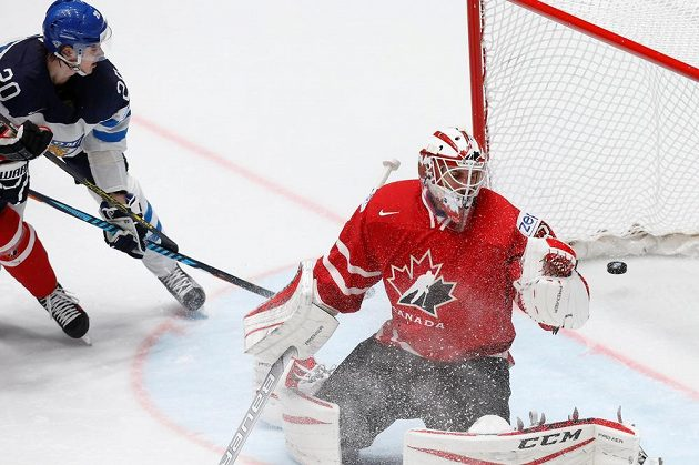 Kanadský gólman Cam Talbot v akci v duelu proti Finům.