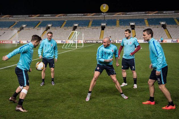 Fotbalisté Sparty během předzáposového tréninku v Nikósii.