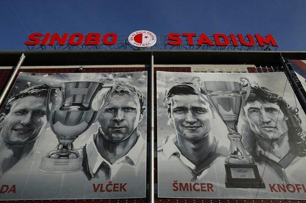 Fotbalové legendy Slavie pod novým názvem stadionu.