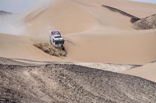 Martin Kolomý v peruánských dunách.