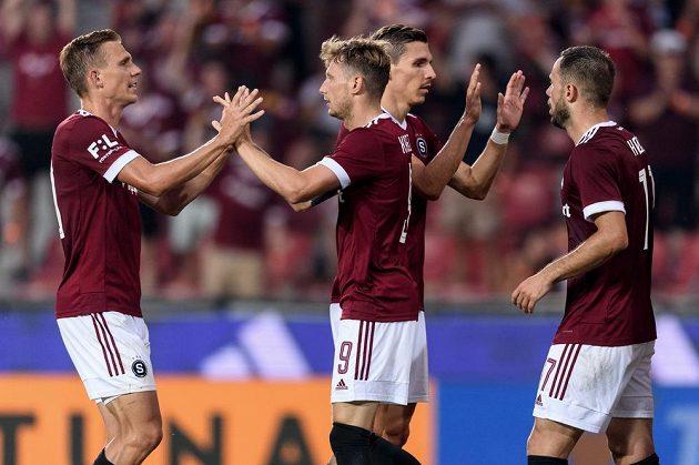 Fotbalisté Sparty Praha Bořek Dočkal a Ladislav Krejčí oslavují gól.