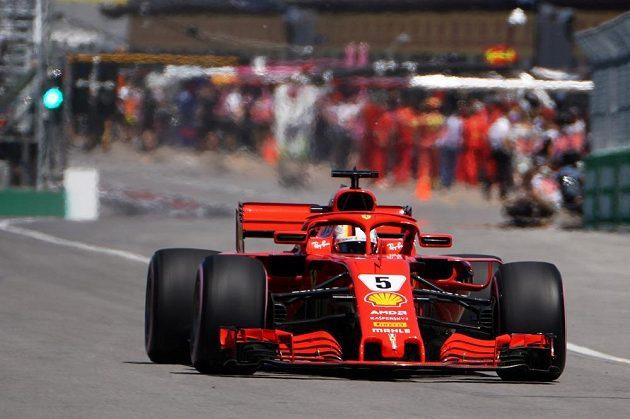 Němec Sebastian Vettel z Ferrari vyhrál sobotní kvalifikaci na Velkou cenu Kanady formule 1.