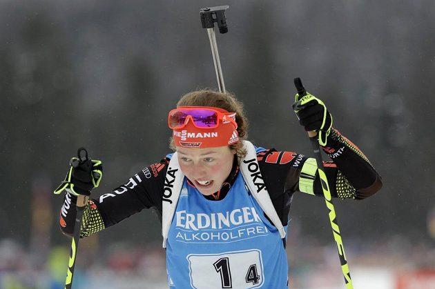 Němka Laura Dahlmeierová při štafetě v Ruhpoldingu.