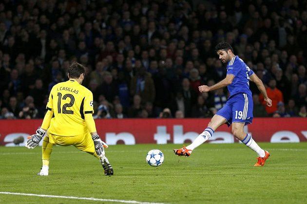 Po střele Diega Costy si dal Ivan Marcano (není na snímku) vlastní gól.
