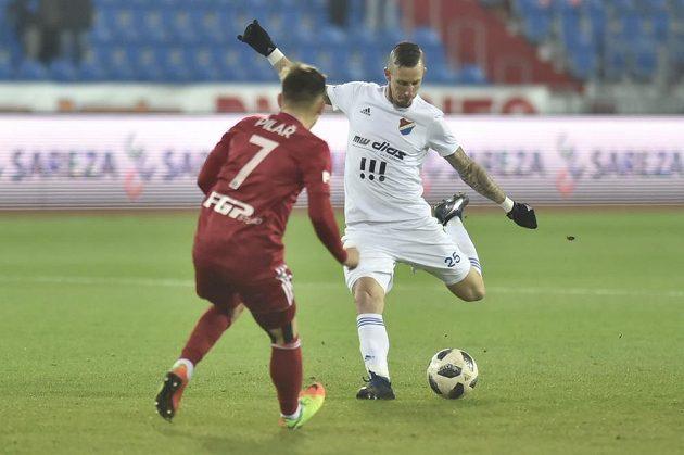 Zleva Václav Pilař z Olomouce a Jiří Fleišman z Baníku Ostrava.