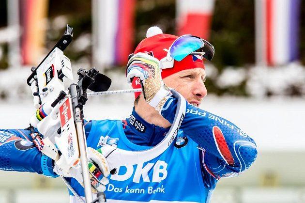 Český biatlonista Ondřej Moravec před stíhacím závodem v německém Ruhpoldingu.