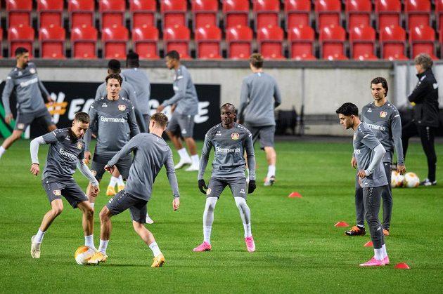 Fotbalisté Leverkusenu během tréninku