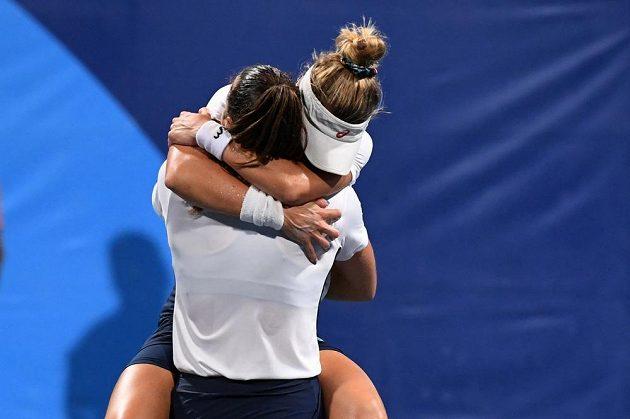 Obrovská radost brazilského páru Pigossiová, Stefaniová po vítězství nad českým párem Vondroušová-Plíšková