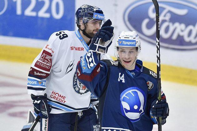 Autor gólu Jakub Pour (vpravo) z Plzně.