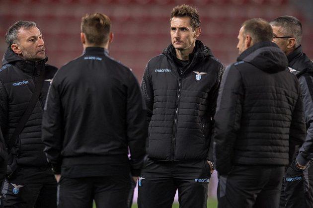 Útočník Lazia Miroslav Klose (uprostřed) na letné den před utkáním Evropské ligy se Spartou.