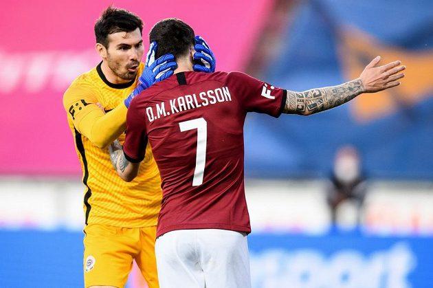 Brankář Sparty Praha Florin Nita a David Moberg Karlsson oslavují vedoucí gól během utkání 31. kola Fortuna ligy.
