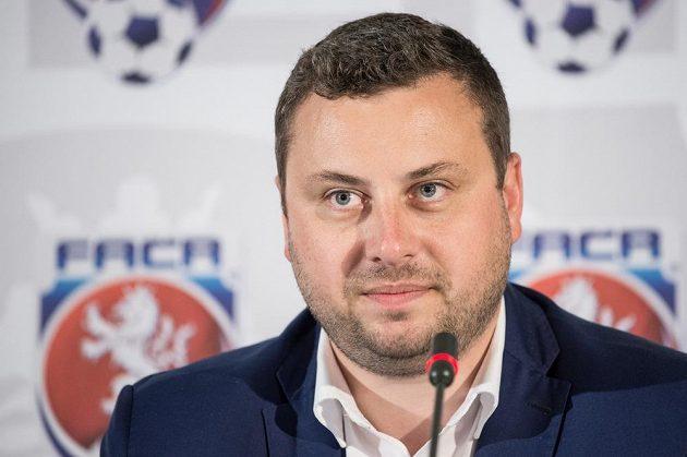 Libor Duba během Valné hromady FAČR získal v prvním kole volby jen tři hlasy a do druhého kola nepostoupil.