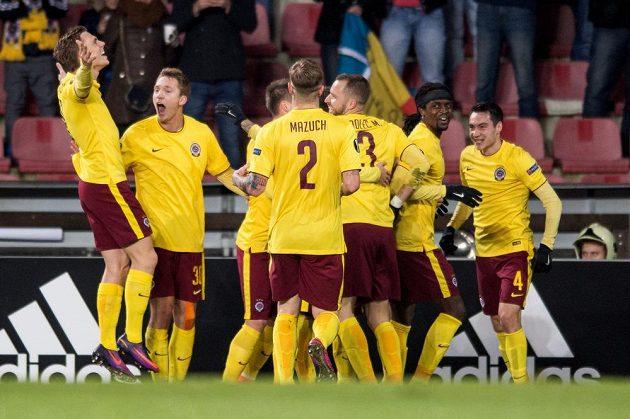 Radost fotbalistů Sparty po brance Costy (druhý zprava) do sítě Southamptonu.