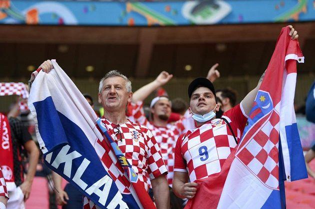 Chorvatští fanoušci během utkání s Anglií na fotbalovém EURO