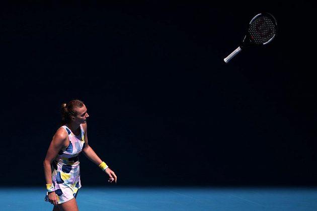 Naštvaná Petra Kvitová mrštila raketou v zápase s Australankou Ashleigh Bartyovou.