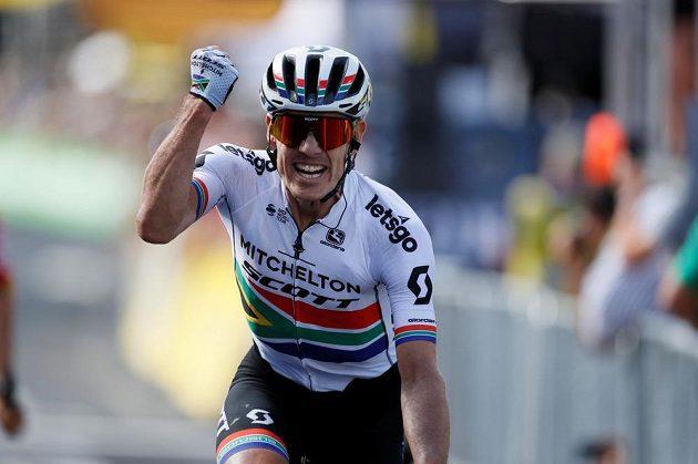 Daryl Impey se raduje z vítězství na deváté etapě Tour de France