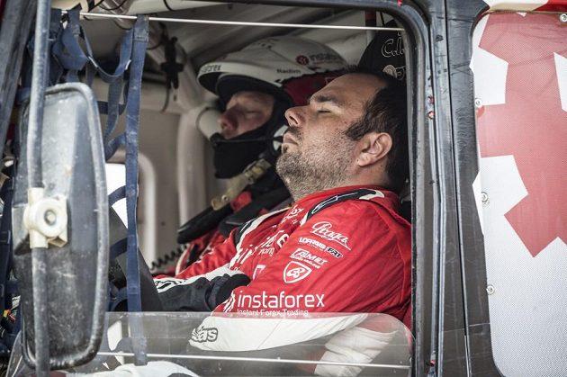 Během Dakaru přijde vhod každá sekunda spánku navíc. To ví i posádka Aleše Lopraise.