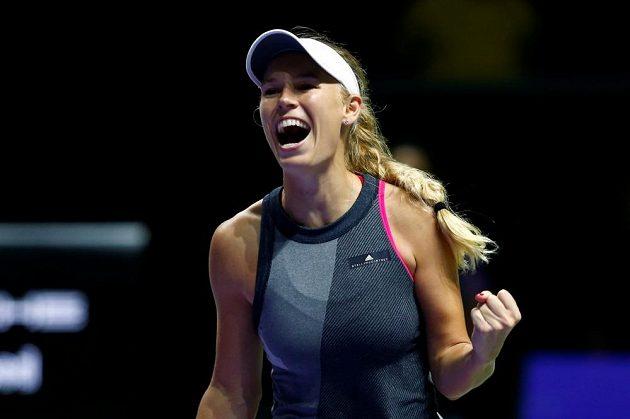 Dánská tenistka Caroline Wozniacká se raduje z postupu do finále Turnaje mistryň.