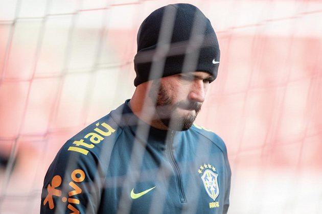 Brazilský brankář Alisson během tréninku před přátelským utkáním s Českou republikou.