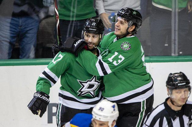 Hokejisté Dallasu se radují z branky