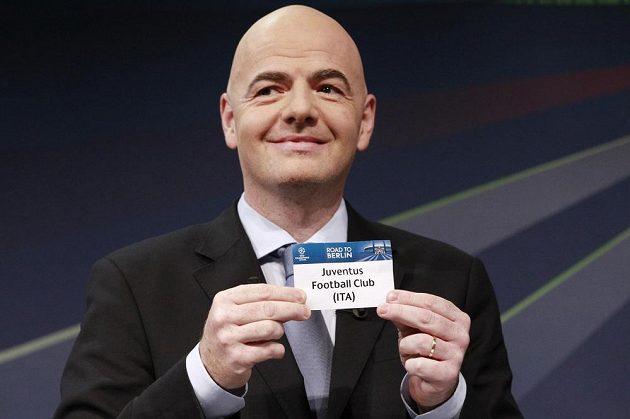 Generální sekretář UEFA Gianni Infantino právě vytáhl z osudí turínský Juventus.