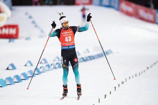 Francouzský biatlonista Martin Fourcade v cíli stíhacího závodu v rámci Světového poháru v Novém Městě na Moravě.