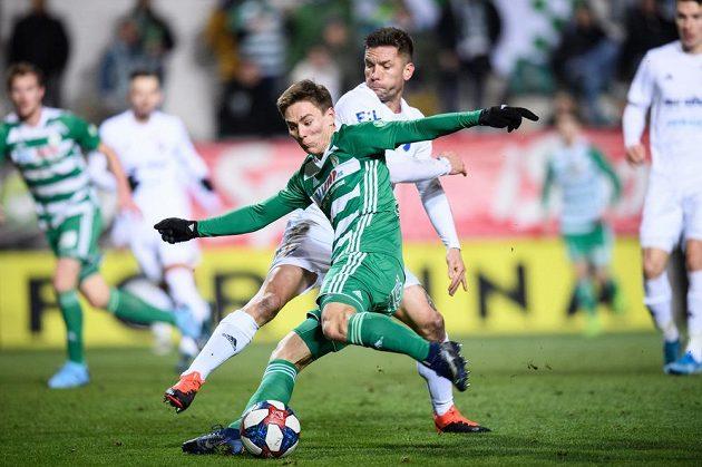 Martin Fillo z Baníku Ostrava a Jan Vodháněl z Bohemians během utkání 19. kola Fortuna ligy.