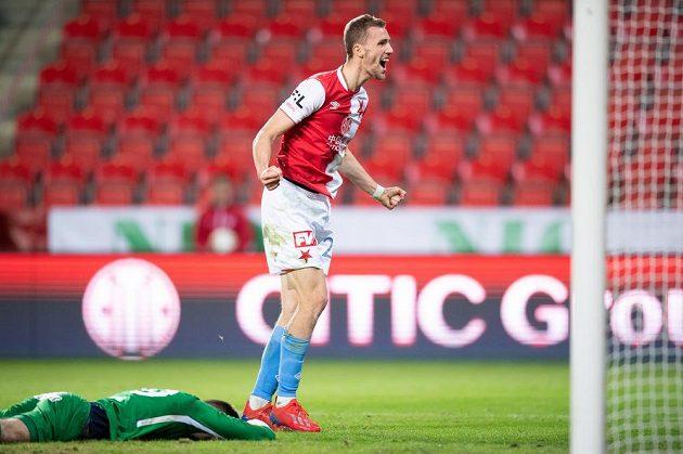 Tomáš Souček ze Slavie Praha oslavuje gól na 4:0 proti Slovácku.